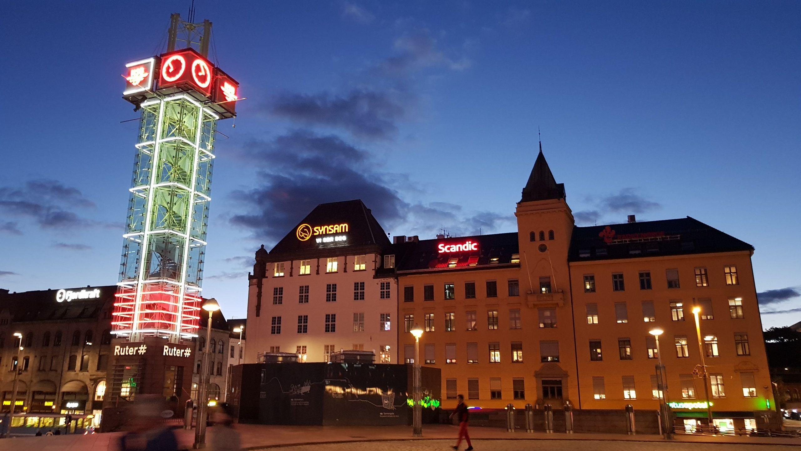 Plaza Jernbanetorget lugar de la estación de trenes de Oslo