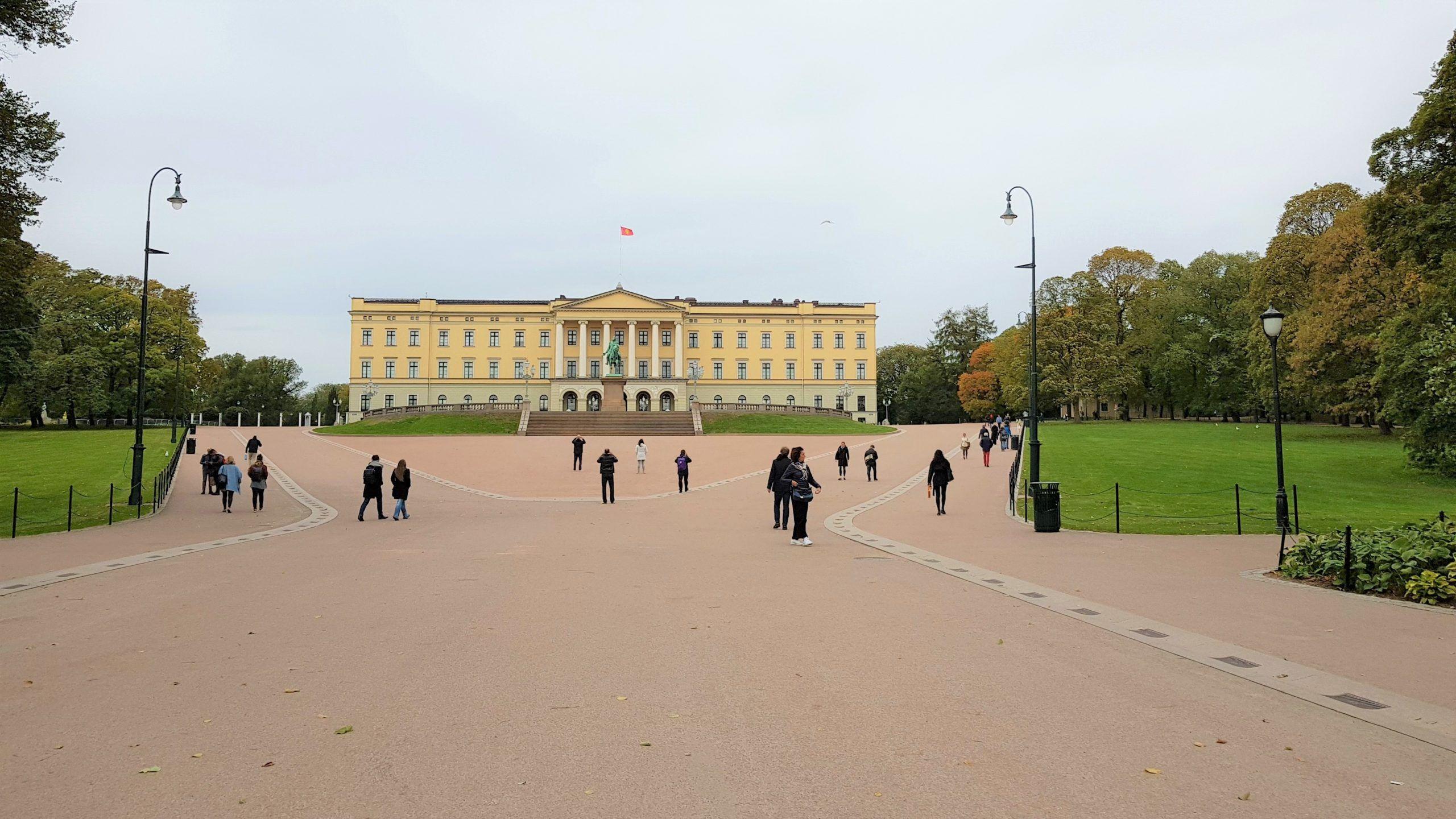 Castillo det kongelige slott residencia de los reyes de Noruega en Oslo
