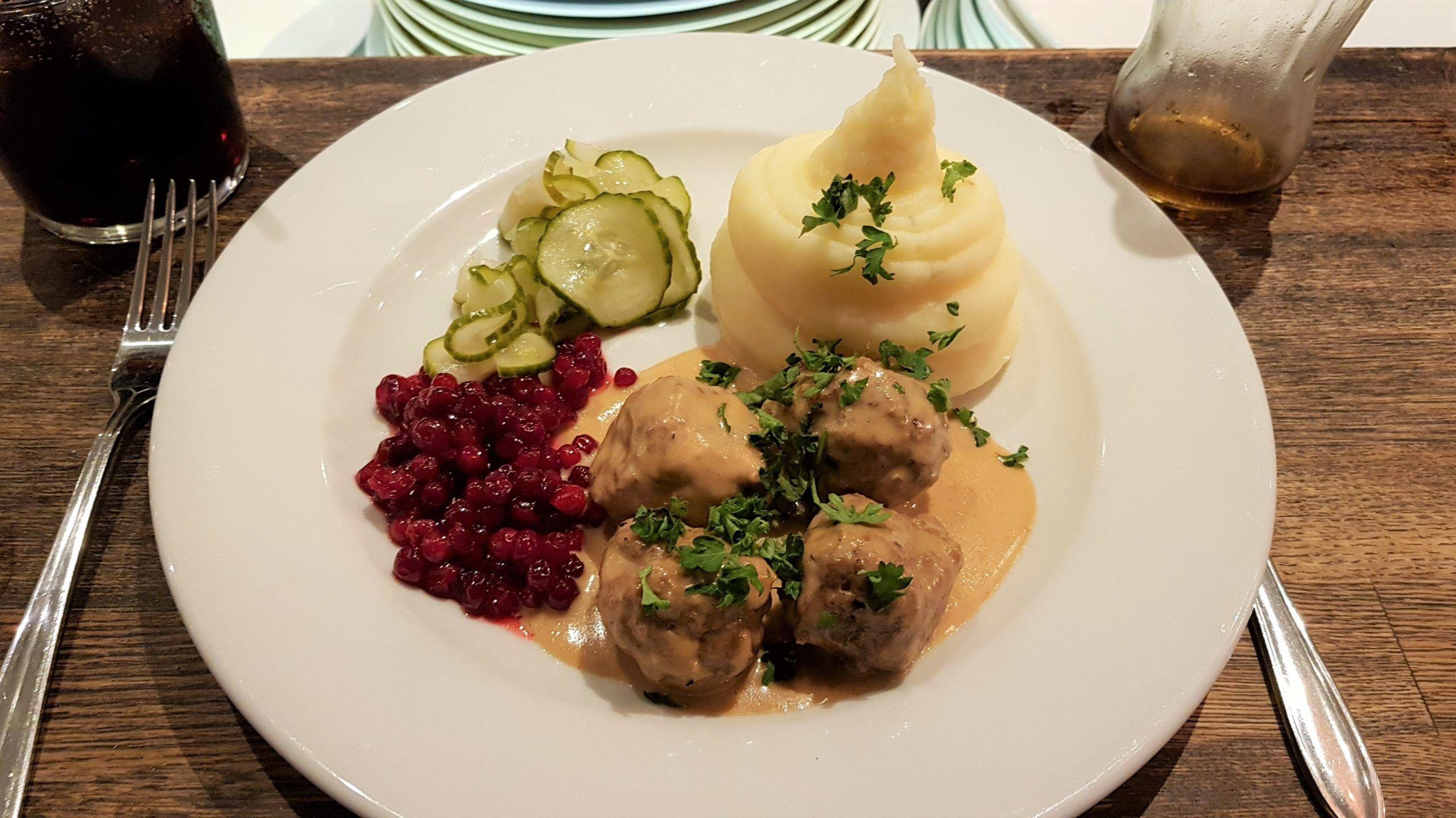 albóndigas suecas con puré de patata, uno de los platos típicos noruegos.
