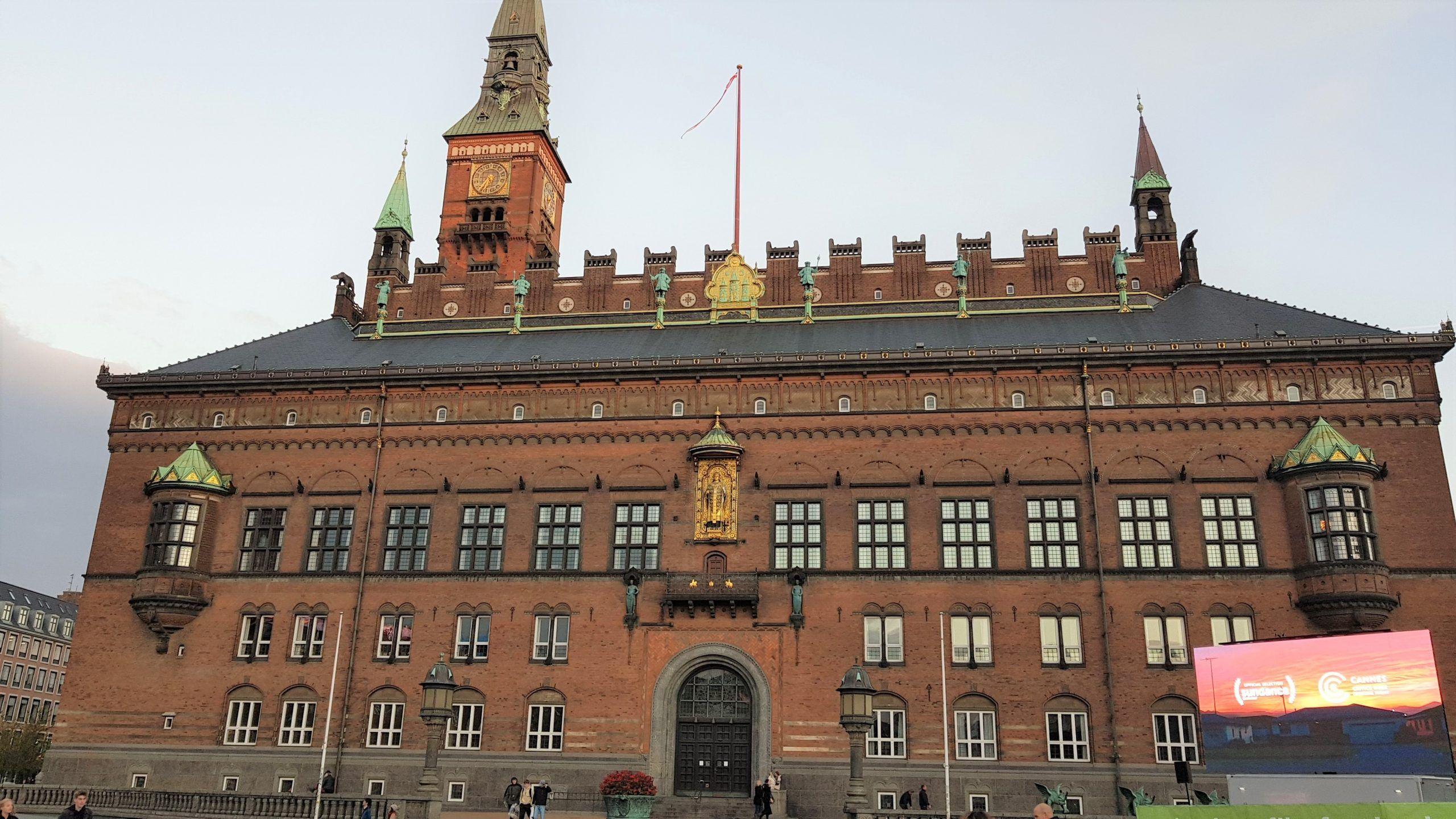 Fachada del City Hall de Copenhague en la plaza Rådhuspladsen.