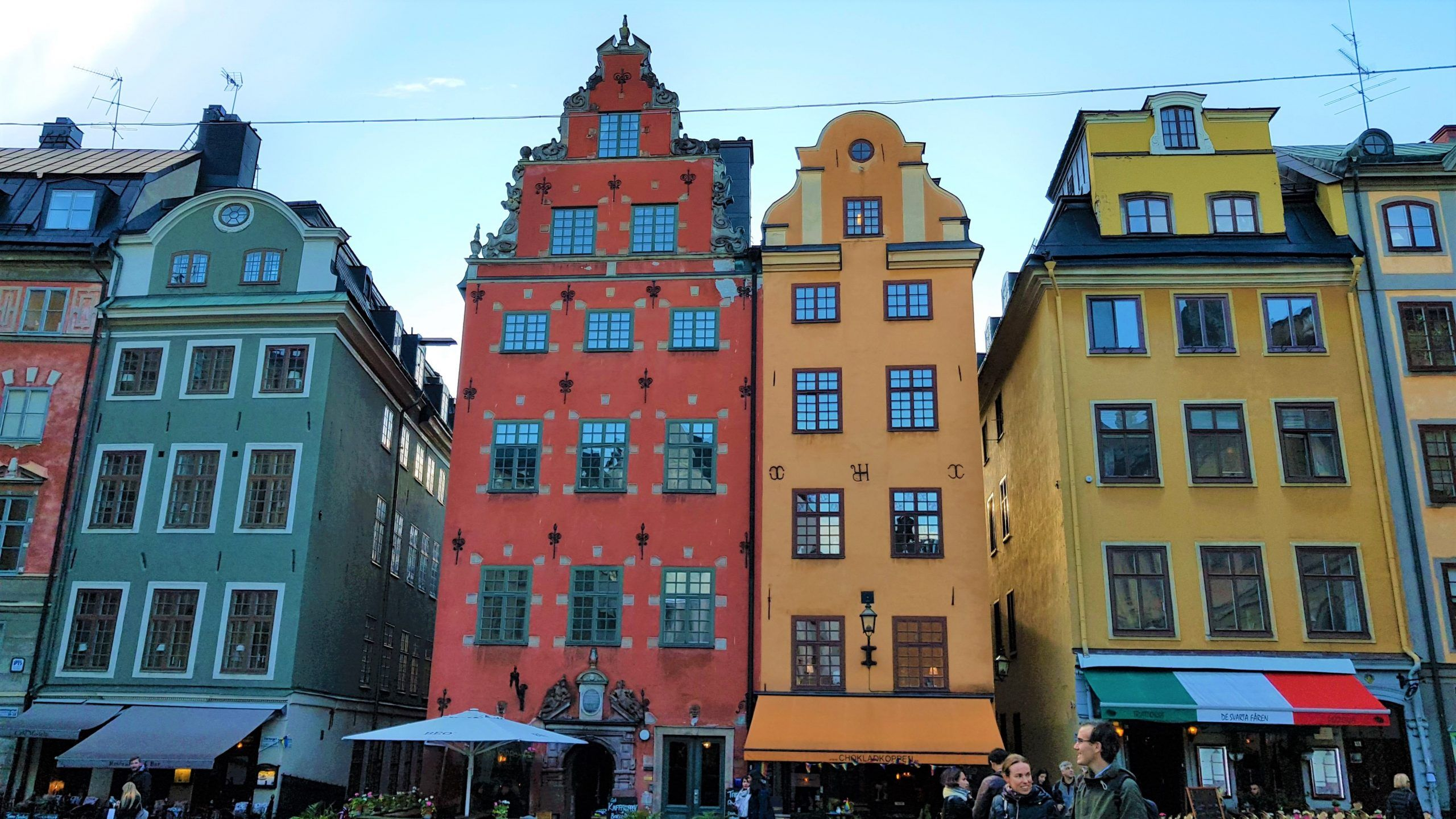 Casas de colores de Estocolmo en la zona de Gamla Stan.