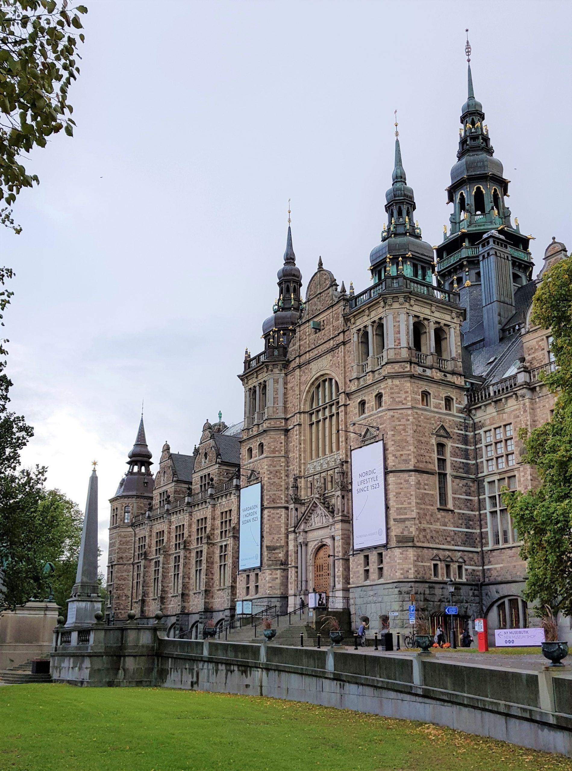 Fachada principal del Museo Nórdico en la isla de Djurgarden, Estocolmo.
