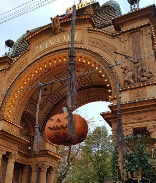 Puerta de entrada al parque de atracciones Tivoli