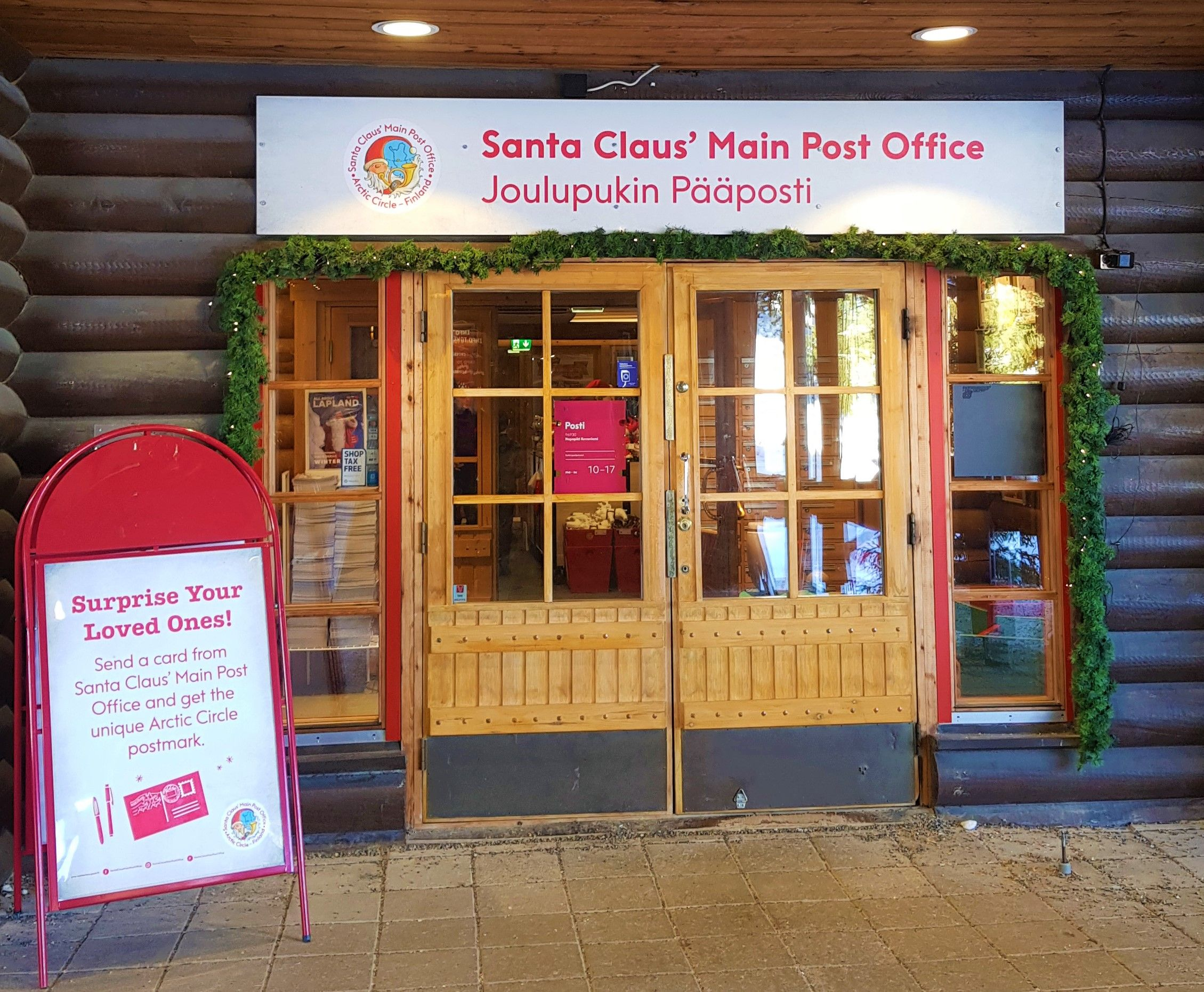 Puerta de la oficina postal de Santa Claus.