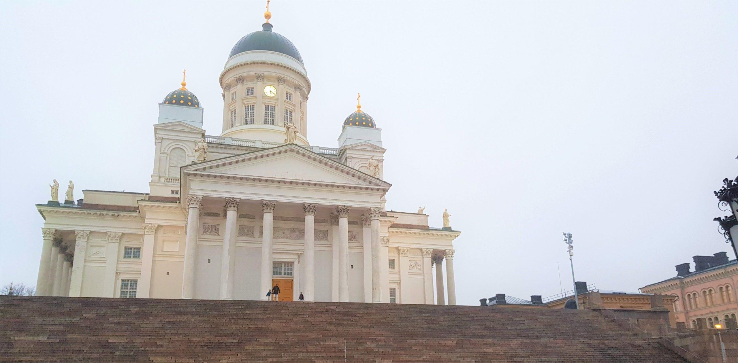 Fachada principal de la catedral de Helsinki
