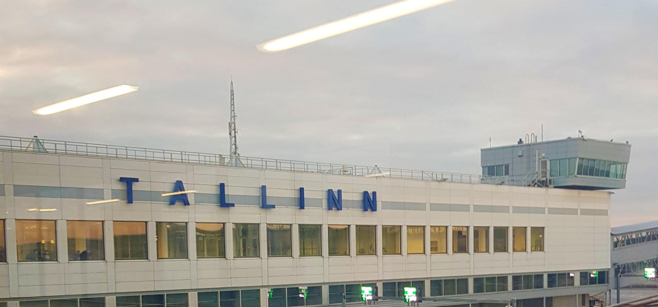 Edificio del puerto de Tallin.