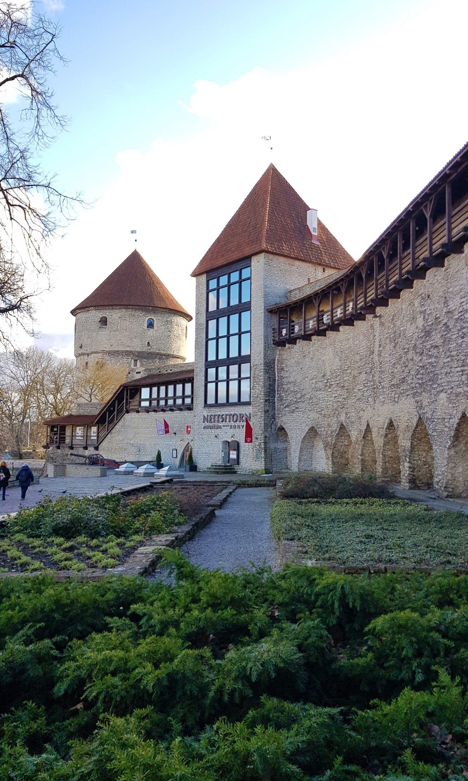 Muralla y jardín del rey danés en Tallin
