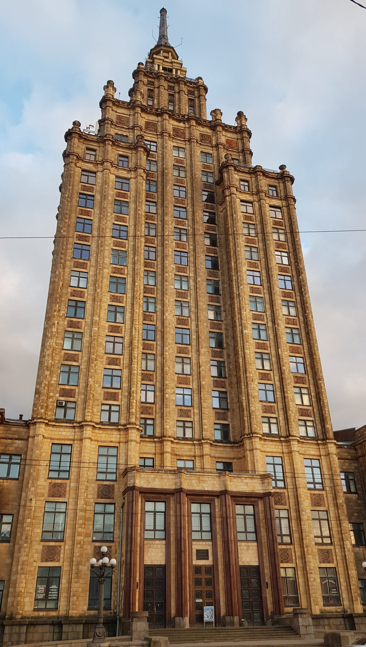 Edificio de la academia de las ciencias de Letonia en Riga