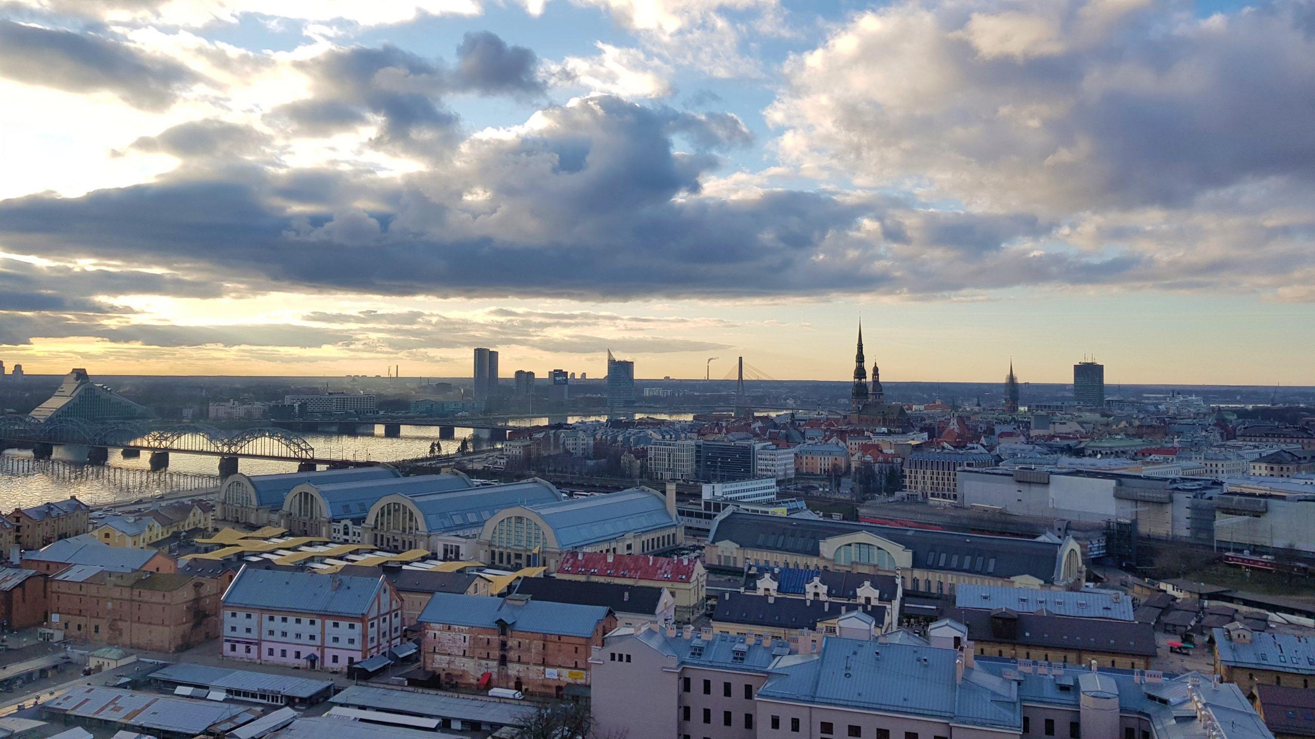 Vistas de Riga desde la academia de las ciencias de Letonia