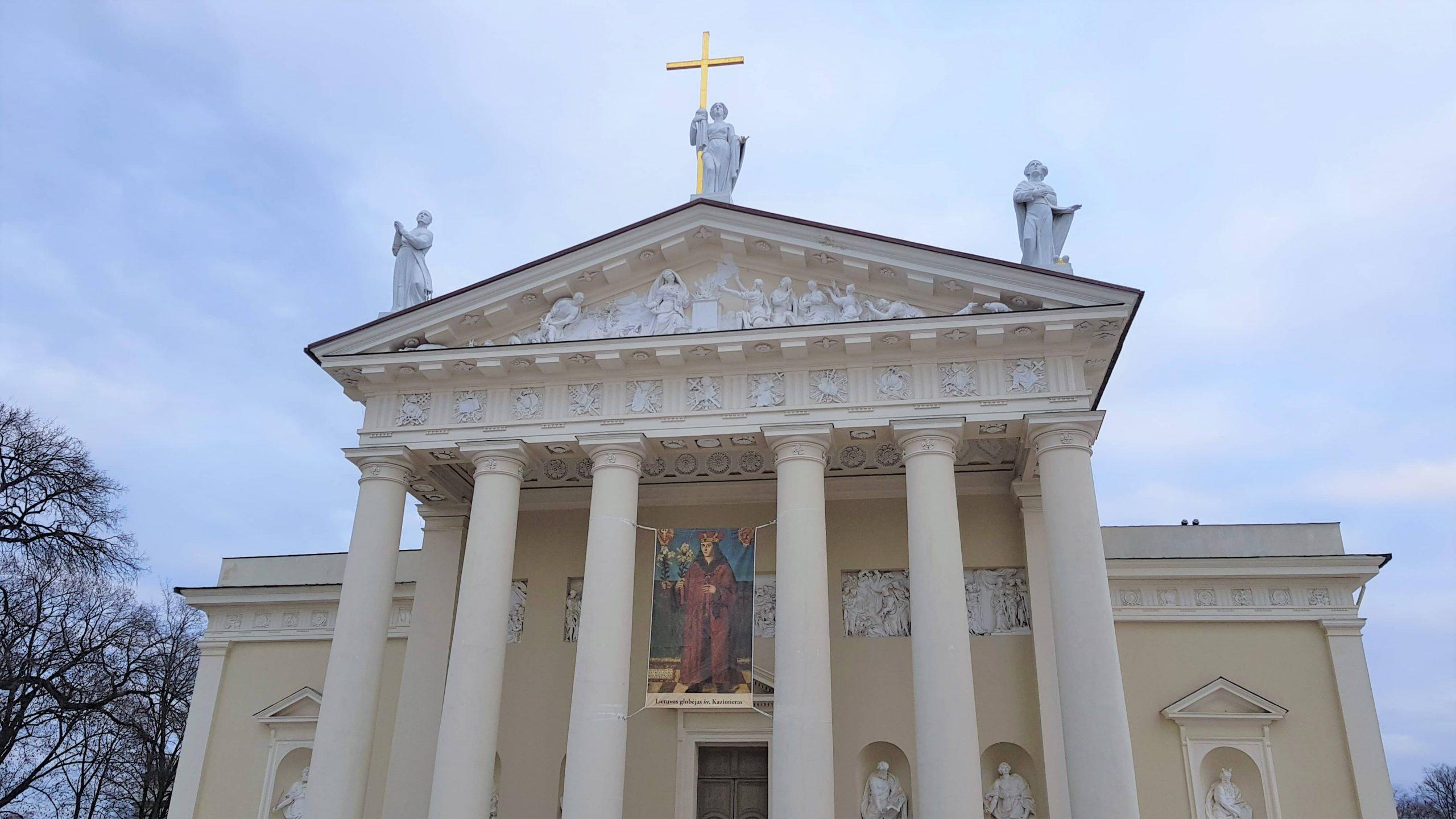 Fachada principal de la catedral de Vilna