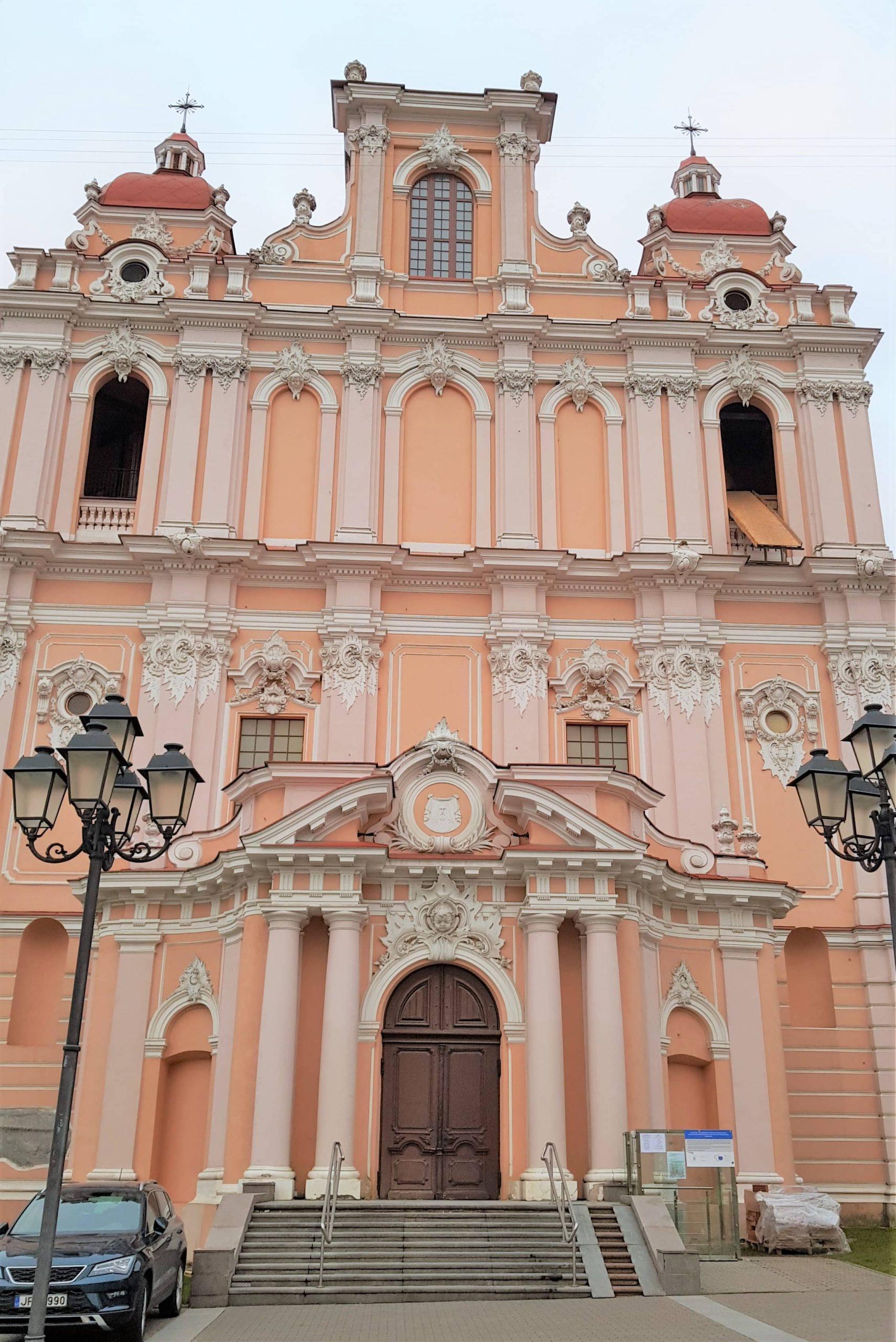 Fachada principal de la iglesia de San Casimiro