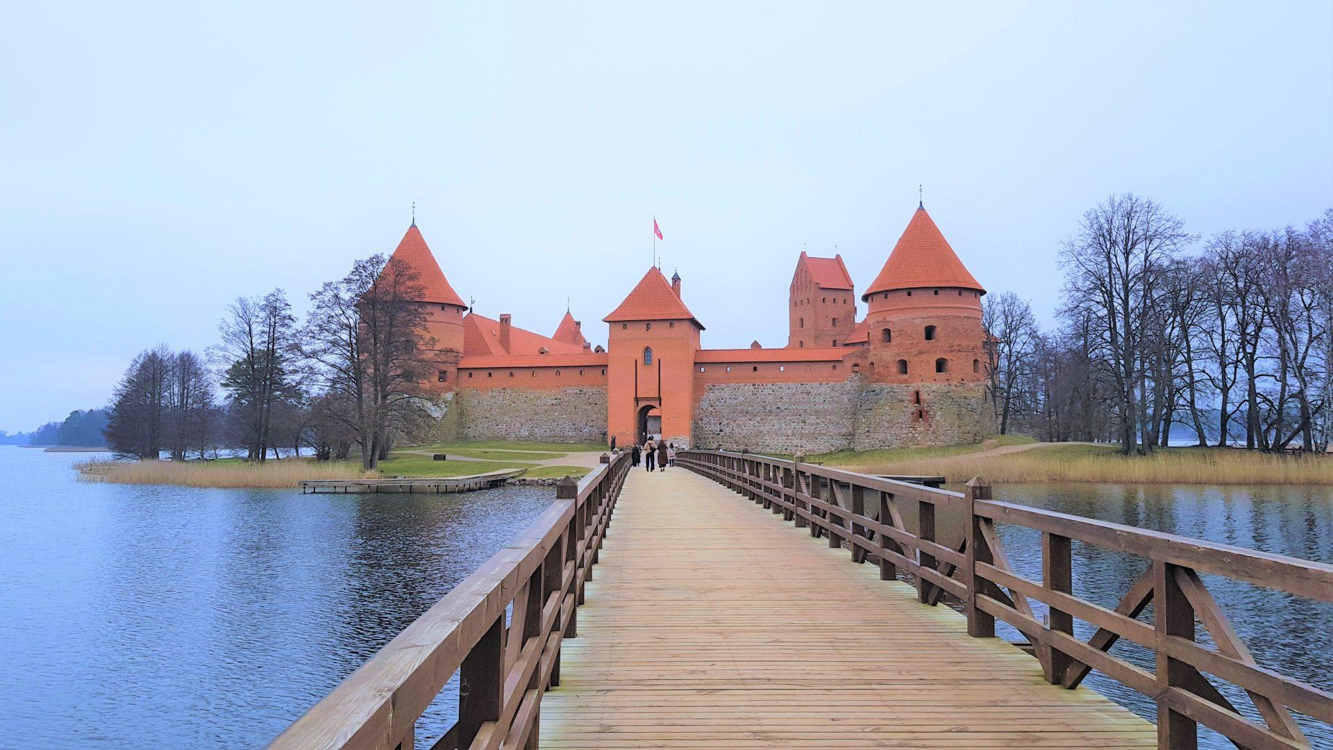 Puente de acceso al castillo de Trakai