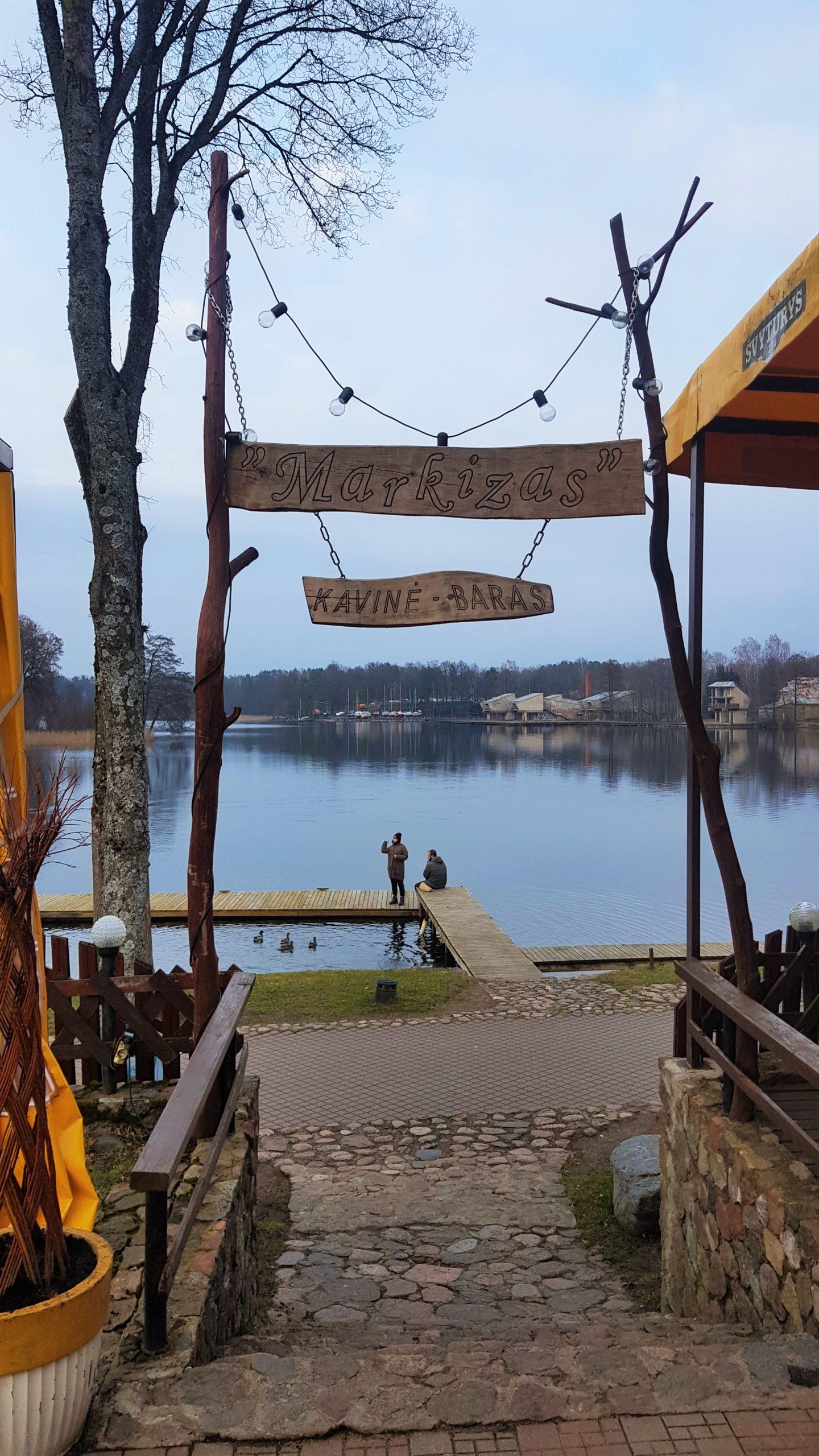 Restaurante Markizas situado a la orilla del lago de Trakai