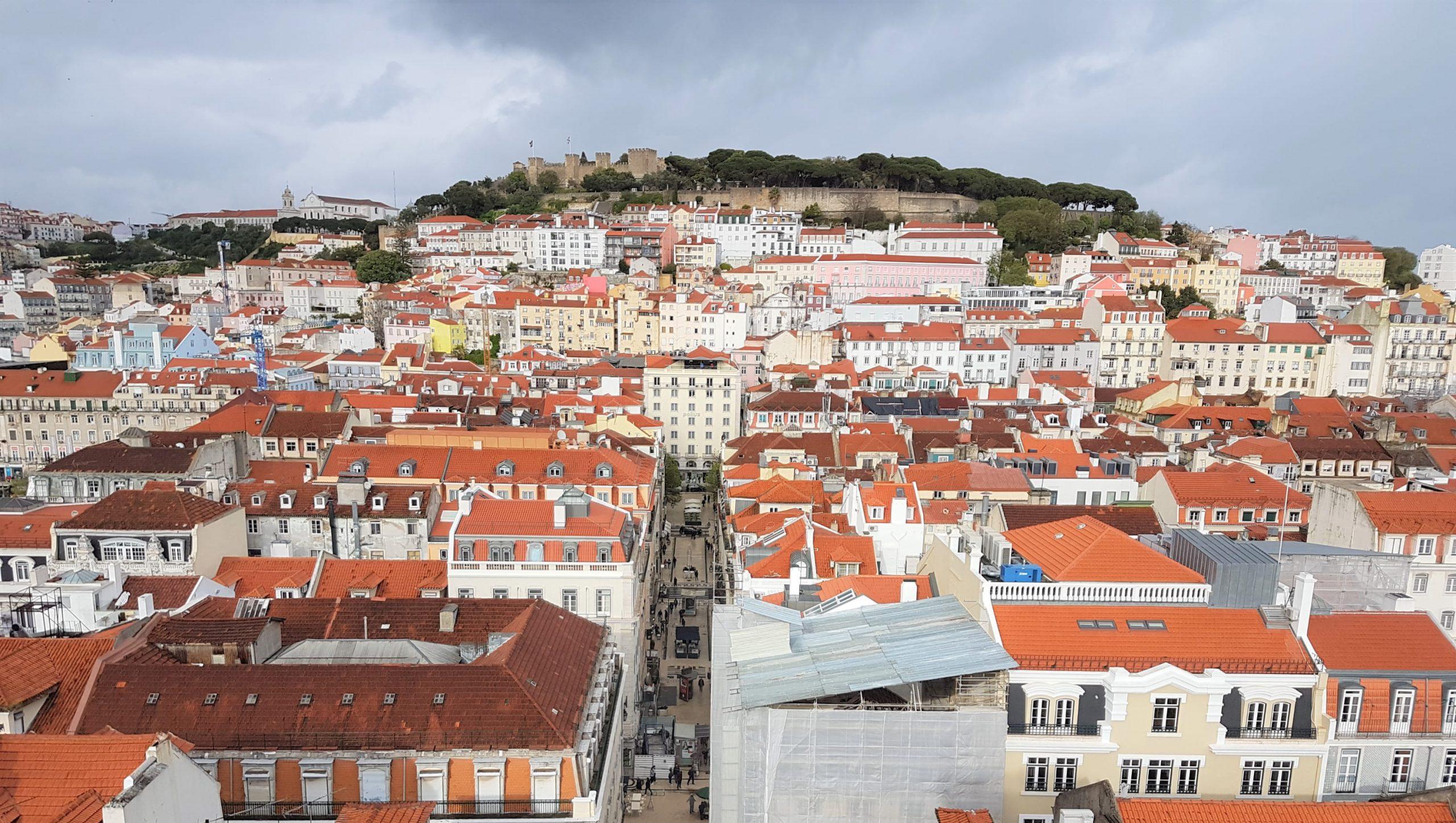 Castillo de San Jorge visto desde el elevador de Santa Justa de Lisboa