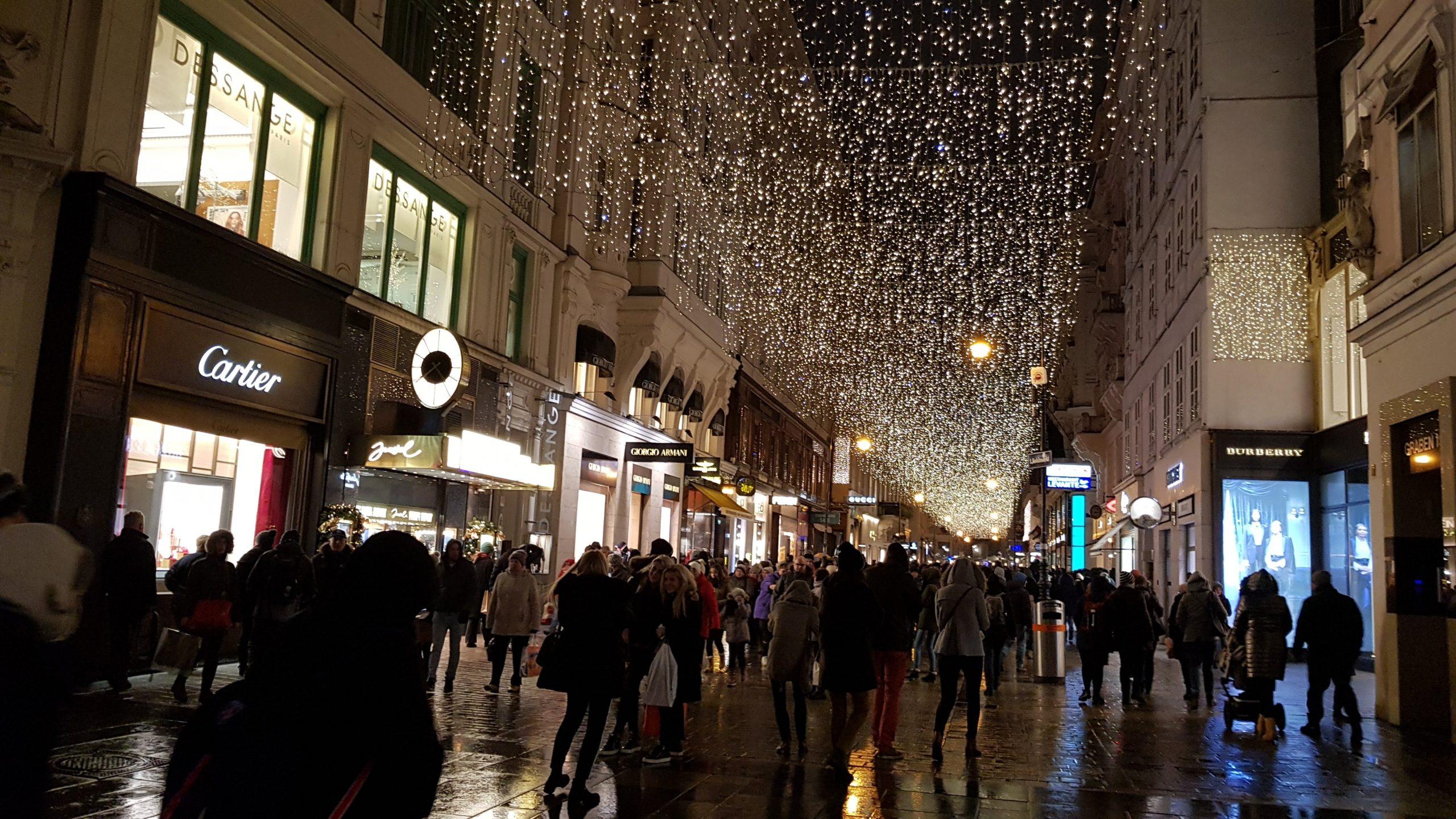 iluminación navideña en la calle Tuchlauben de Viena