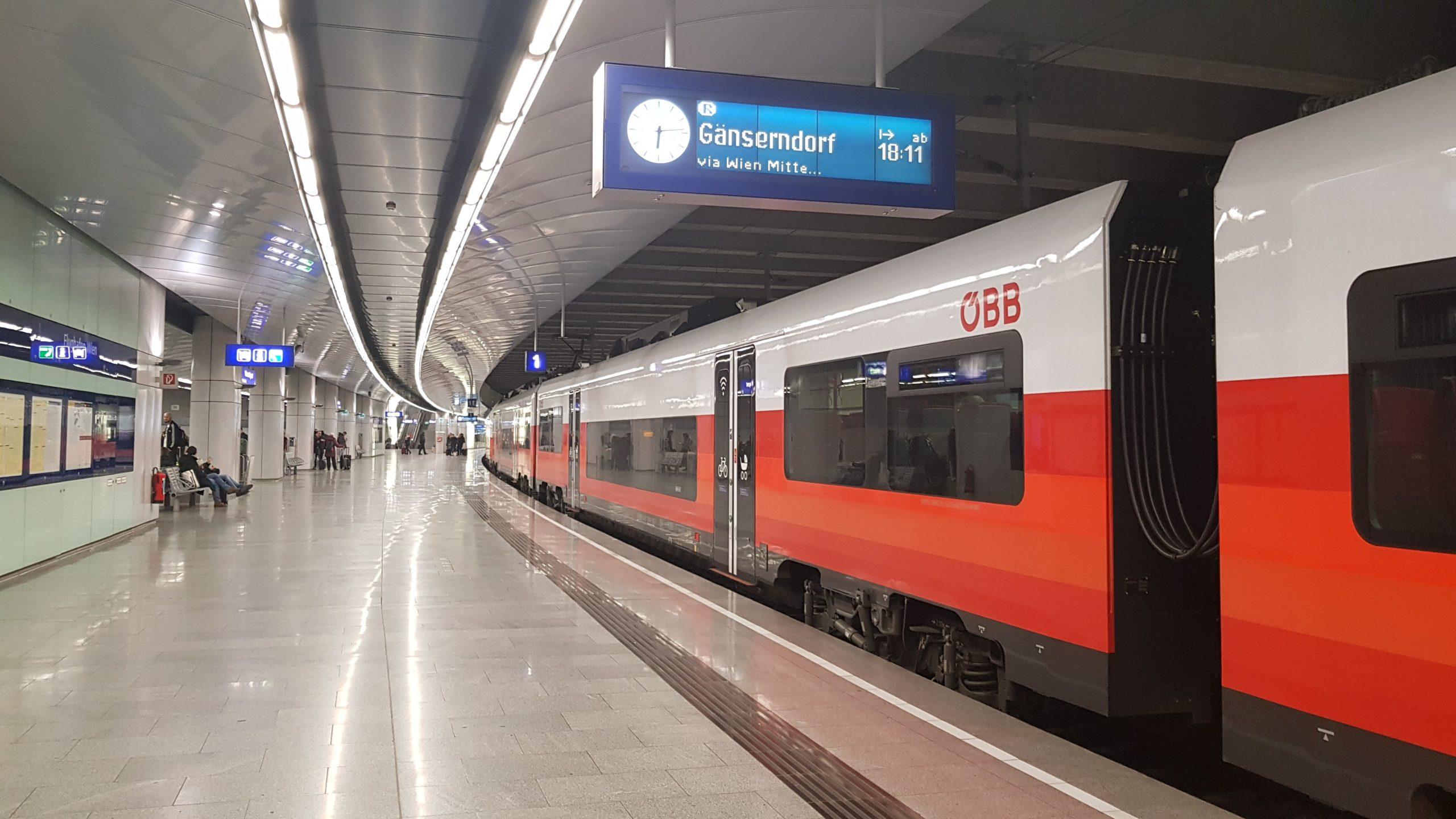 Trenes austriacos ÖBB en estación de Viena