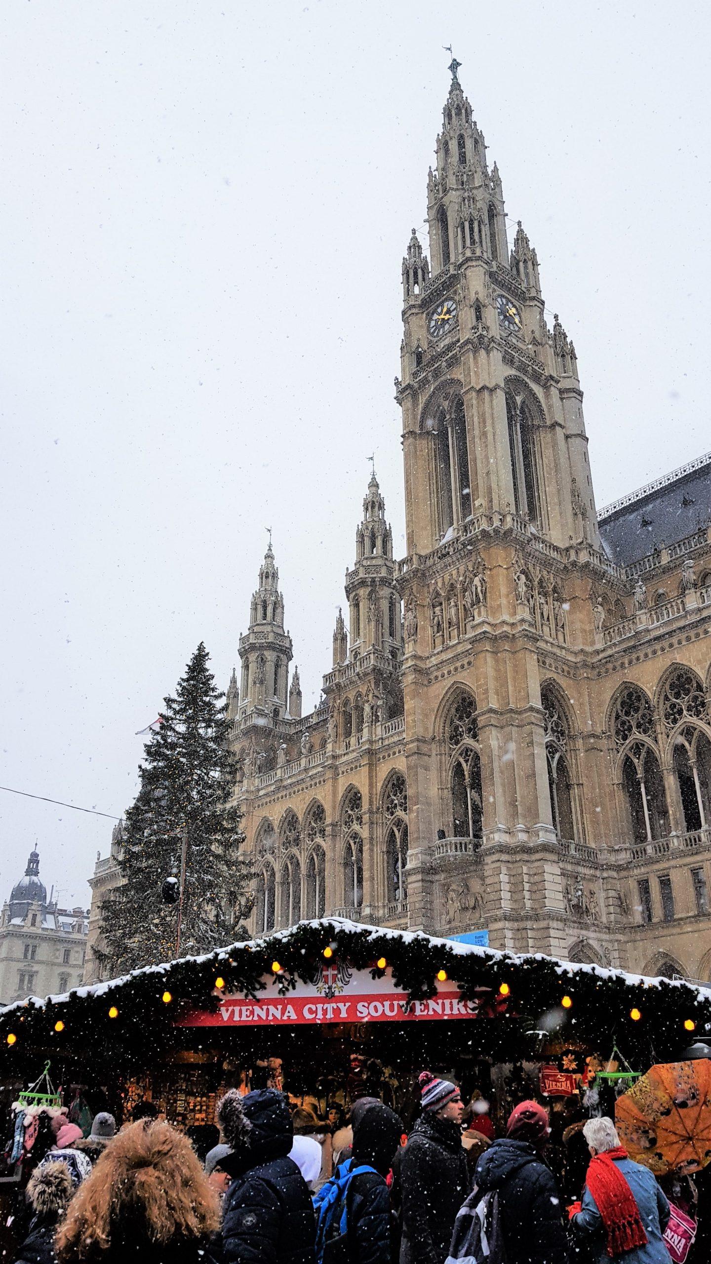 Nevando en el mercado de Christkindlmarkt