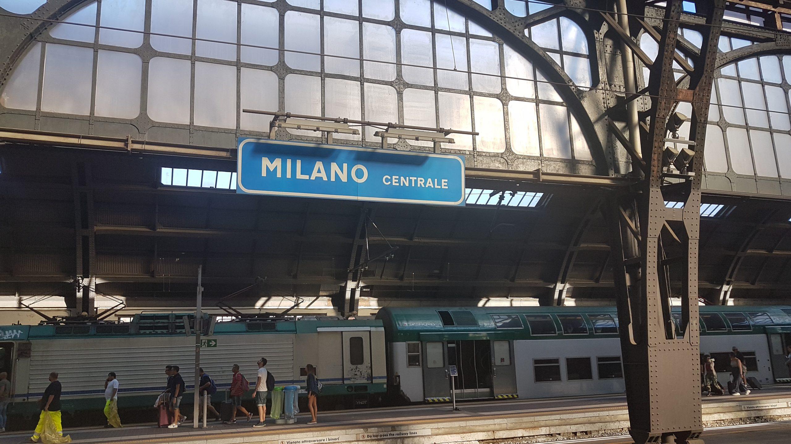 Cartel de la estación de tren de Milan