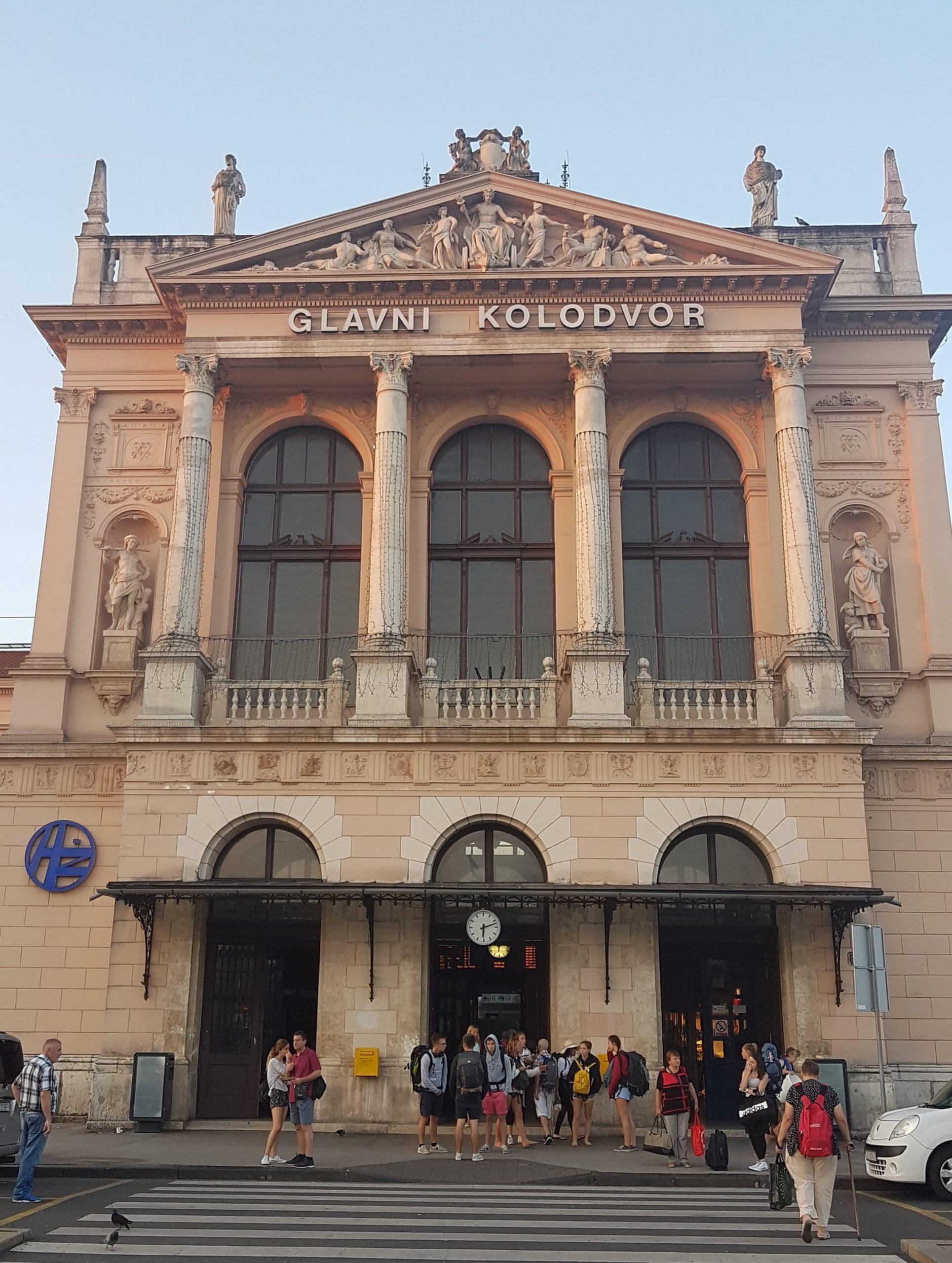 Exterior de la estación de Trenes Glavni Kolodvor