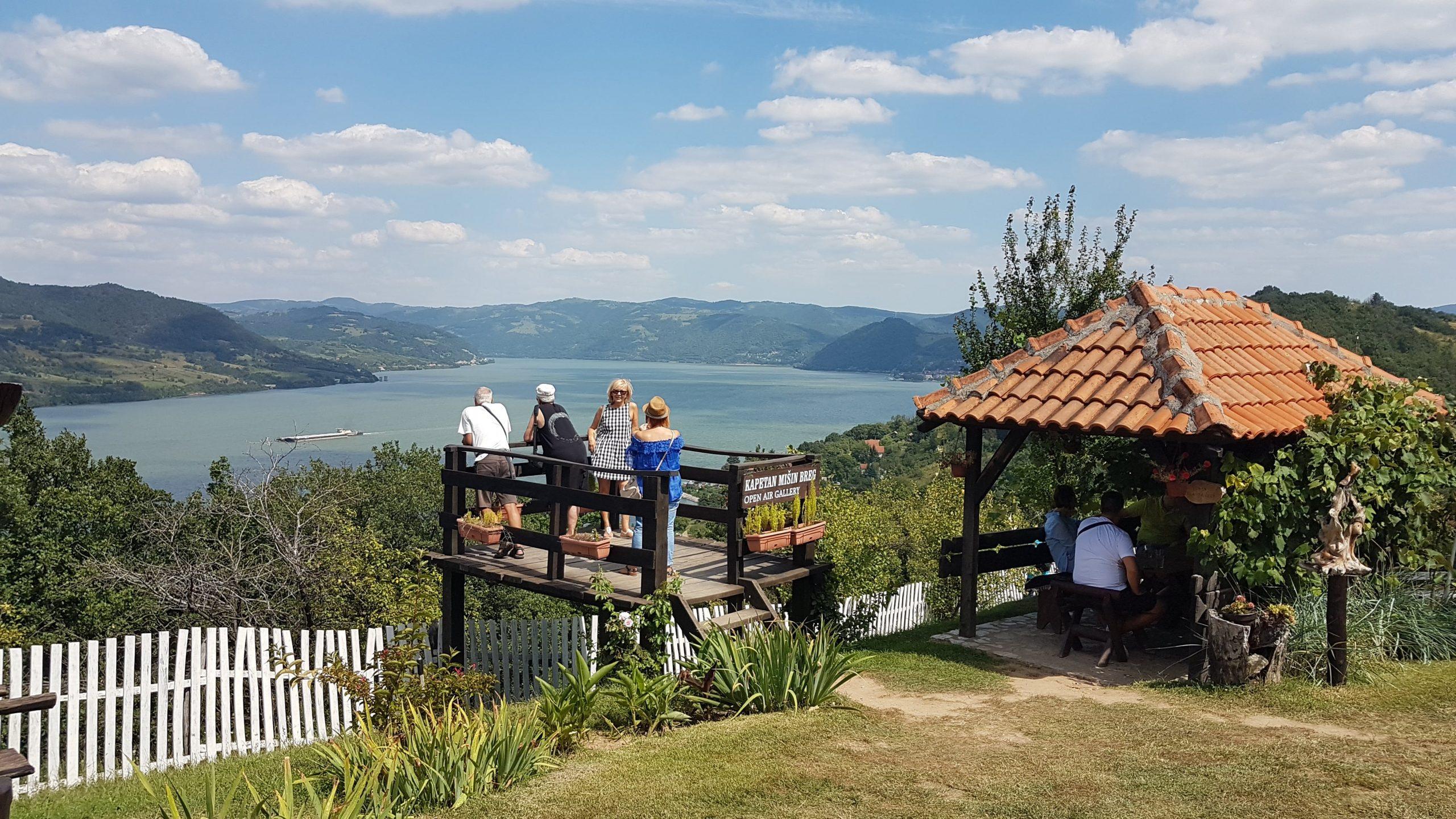 Vistas del Danubio desde la Granja Kapetan Misin Breg