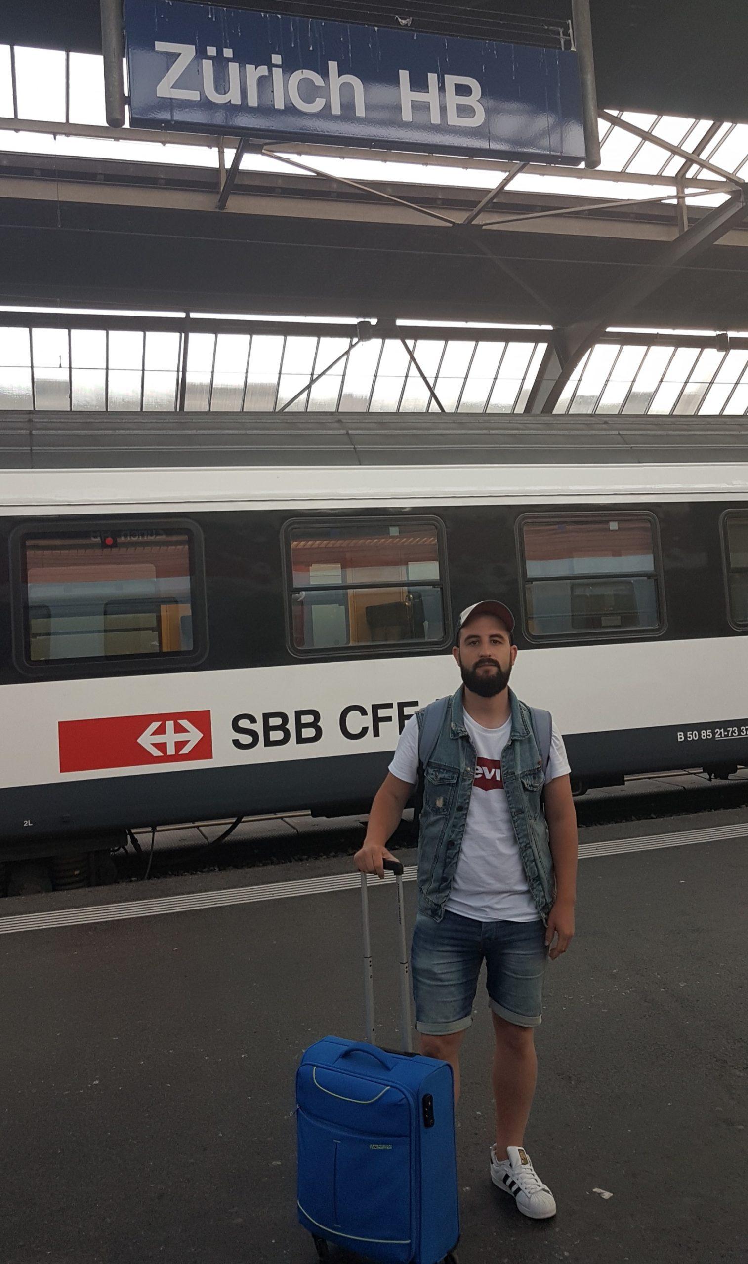 Cartel de la estación de Zurich