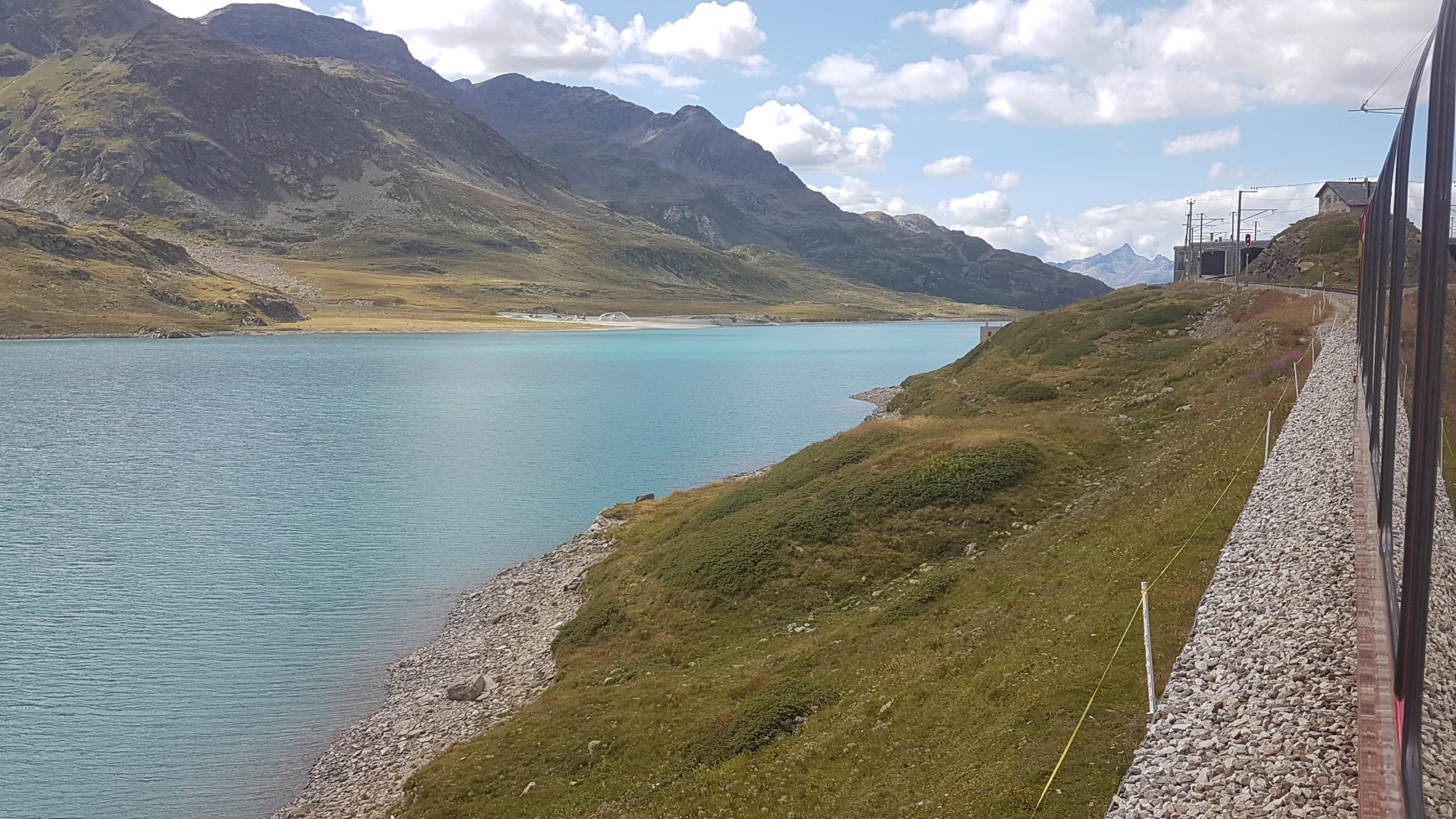 Lago Bianco en Suiza con el tren Bernina Express